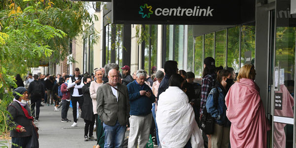 Hundreds queue at Centrelink